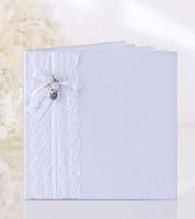 Weißes Gästebuch mit Spitzenband und weißen Röschen