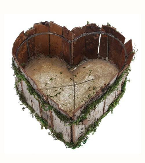 Holzkiste in Herzform mit Moos
